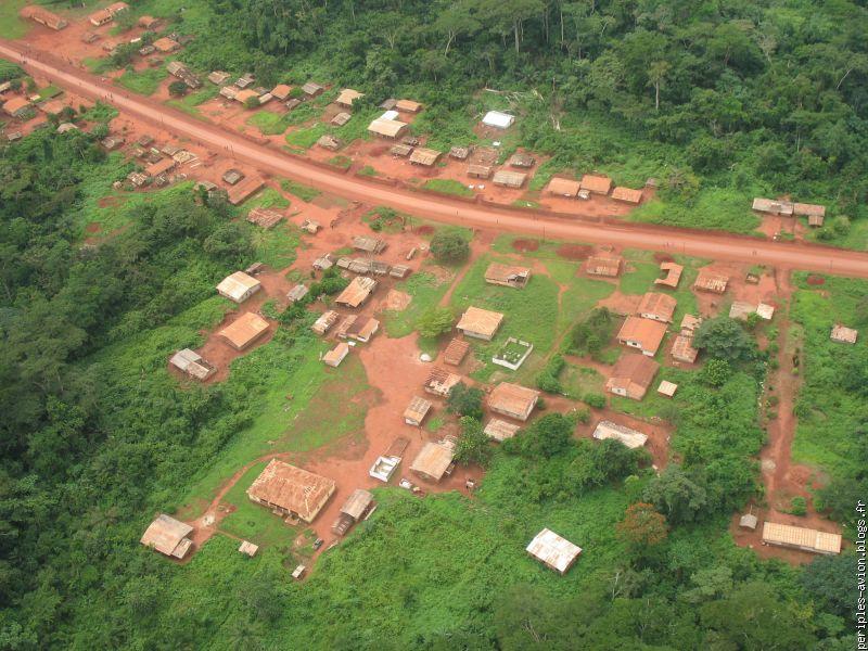 Un village du bassin du Congo
